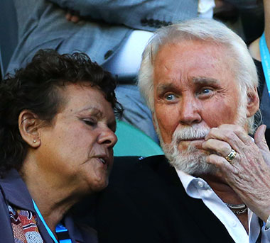 Kenny Rogers hanging with Evonne Goolagong Cawley. Photo: Getty