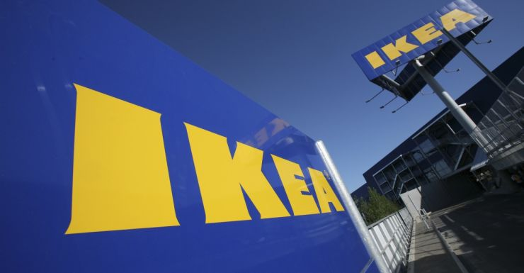 Lifehunters place cheap IKEA painting into art museum