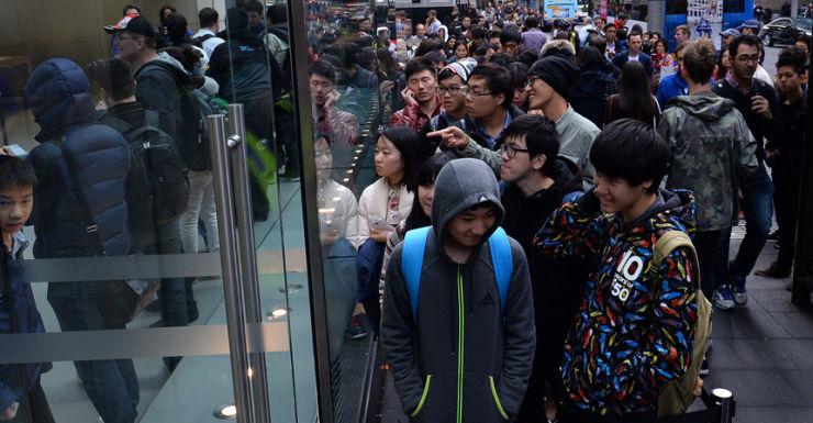 Apple iPhone queue
