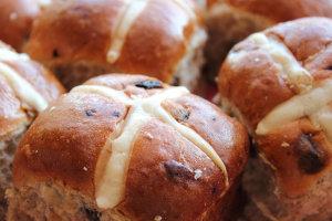 hott-cross-buns-020415-newdaily