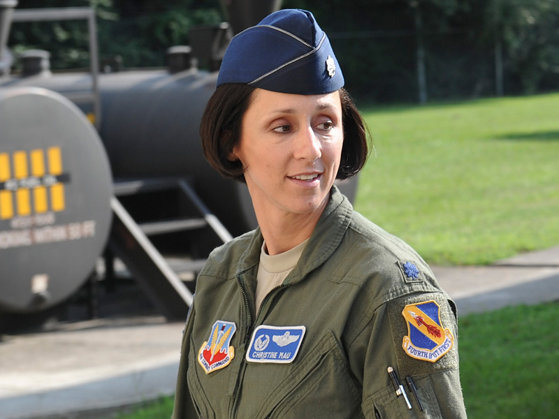 dating a female pilot What it's like to date a strong and independent woman av yader from a pilot for about what it is like to date modern women who choke themselves.