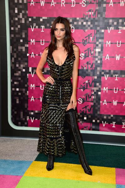 Model-turned-actress Emily Ratajkowski goes thigh high.