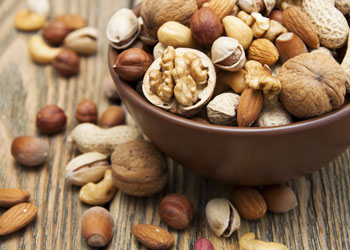 Raw nuts are a good hunger killer. Photo: Shutterstock.
