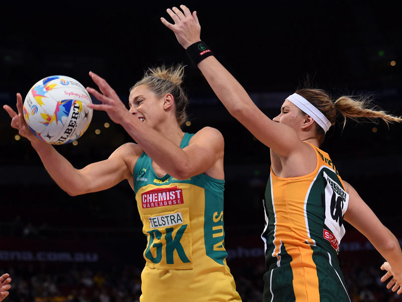 Aussie Laura Geitz competes for the ball with Lenize Potgieter.