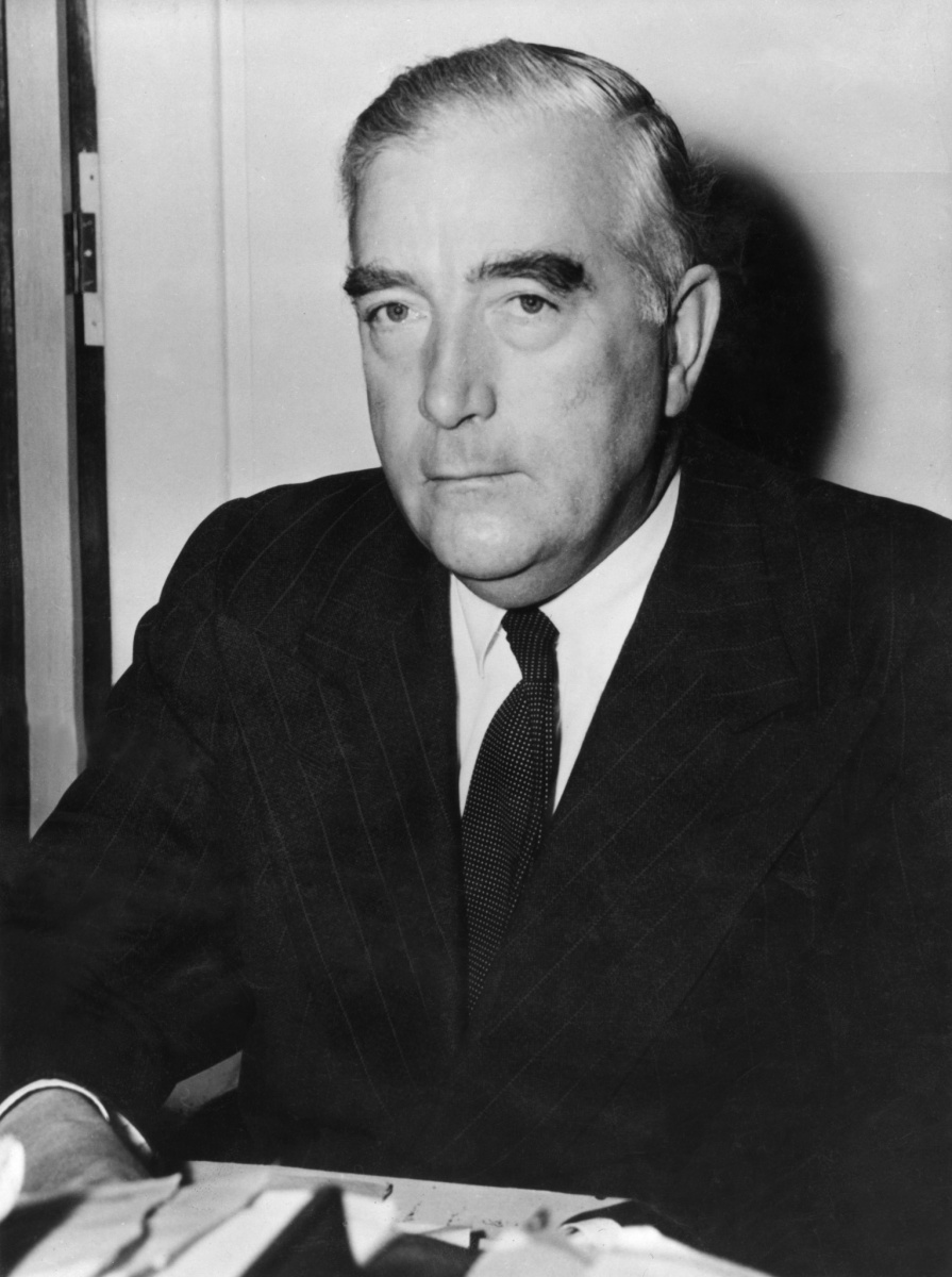 robert gordon menzies 12 sir robert gordon menzies, pc, kt, ak, ch, kc prime minister 26 april 1939 to 29 august 1941 19 december 1949 to 26 january 1966 robert menzies became the 12th prime minister in 1939 when he.