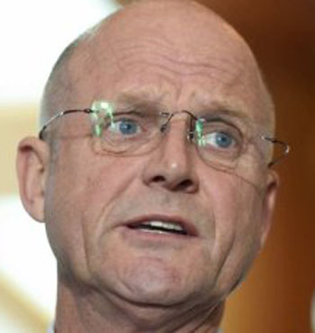 Mr Leyonhjelm calls on the PM to create new Uber laws for the whole country.