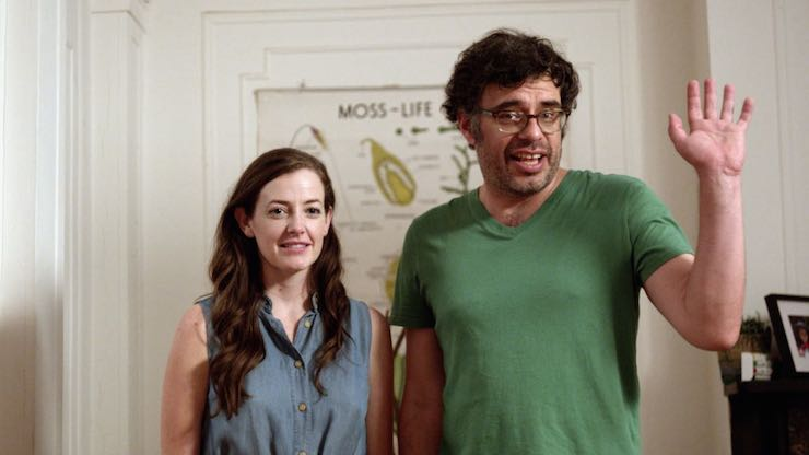 Stephanie Allynne (left) and Jemaine Clement play separated parents.