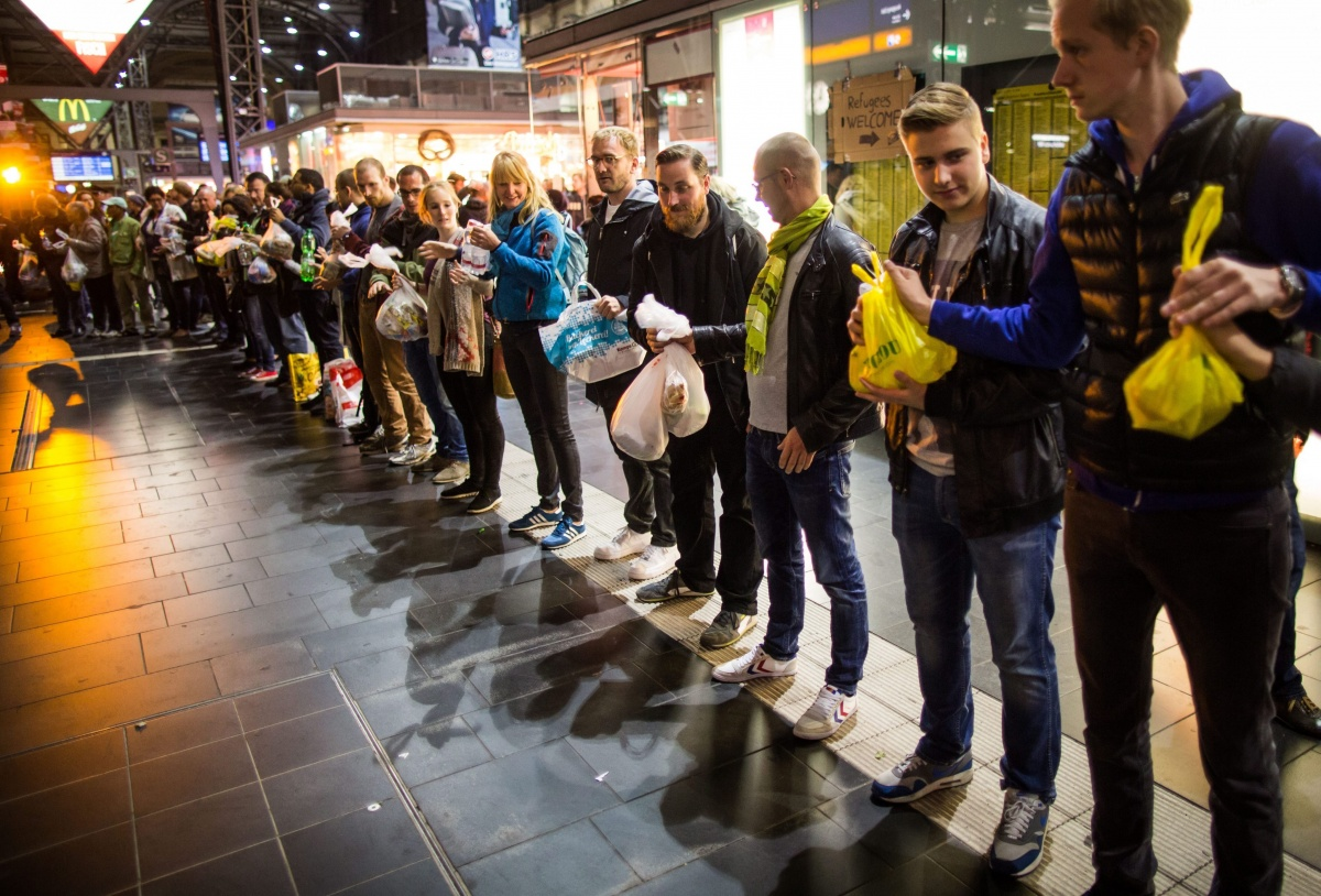 people-wait-forgermany-refugees