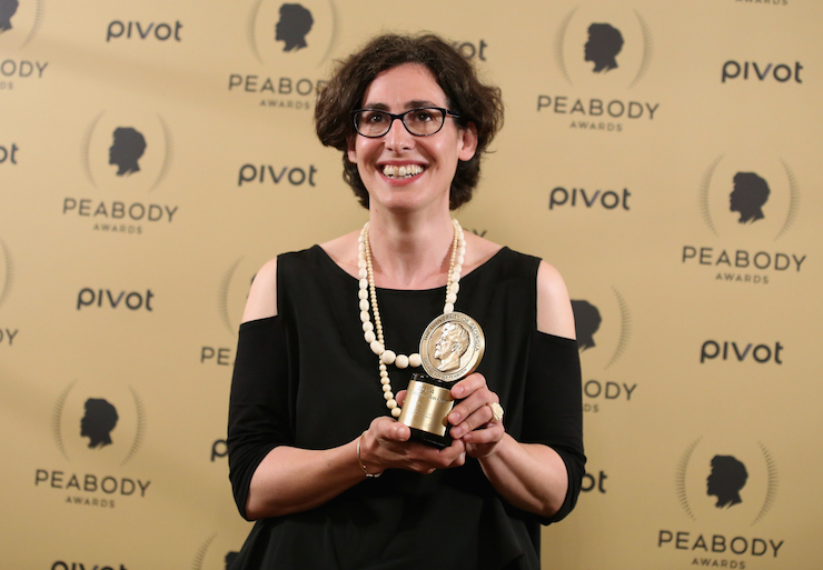 Serial host Sarah Koenig poses with her Peabody Award. Photo: Getty