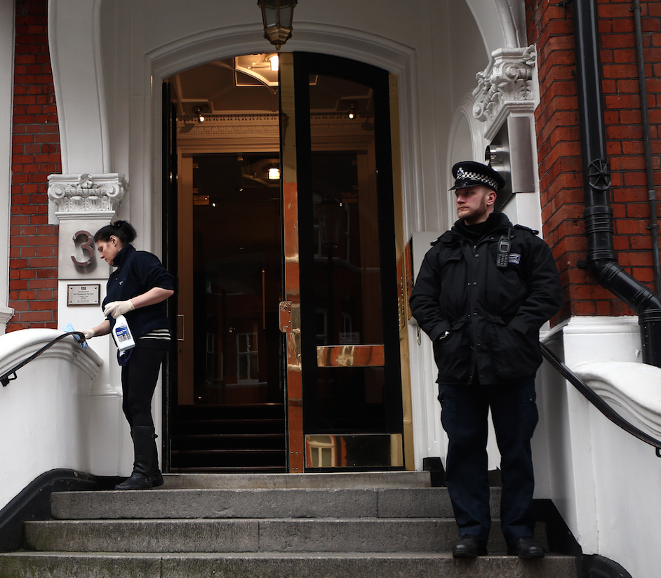 police officer assange ecuador embassy