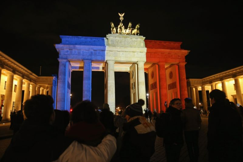 Mourners lay flowers and candles in front of the Brandenburg Gate in Germany. Photo: Getty