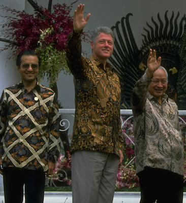 Clinton during an APEC Summit in 1994, after Keating convinced him to join.