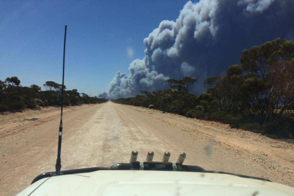 Smoke fills the sky in Esperance on Wednesday. Photo: ABC