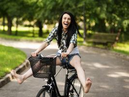 no helmet cyclist