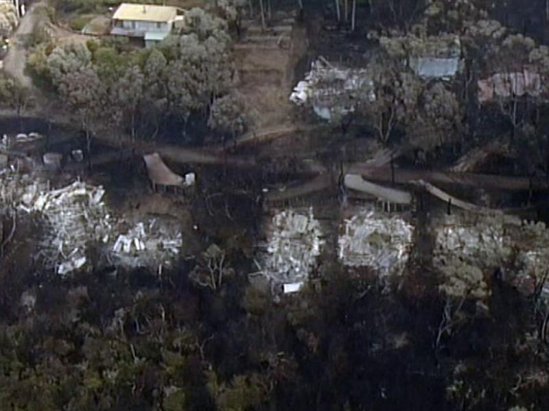 destroyed homes Great ocean Road, fires 2015