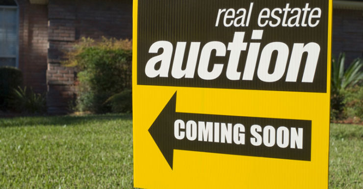 house auction sign