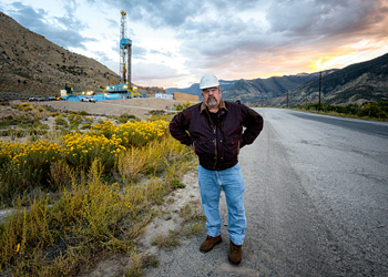 us shale oil worker
