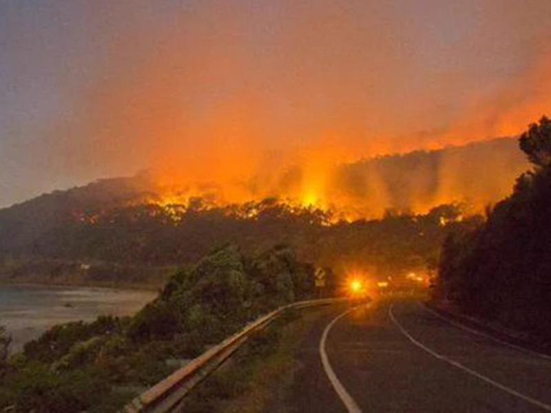 Otways fire burningTwitter: Ben Condon