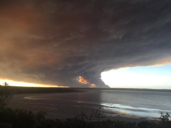 Shot of the Dalyup fire from Pink Lake Road. Photo: ABC Goldfields