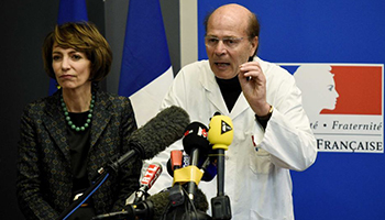 """French Health Minister Marisol Touraine and Professor Gilles Edan discuss the """"unprecedented"""" drug trial outcome. Photo: AFP: Damien Meyer"""