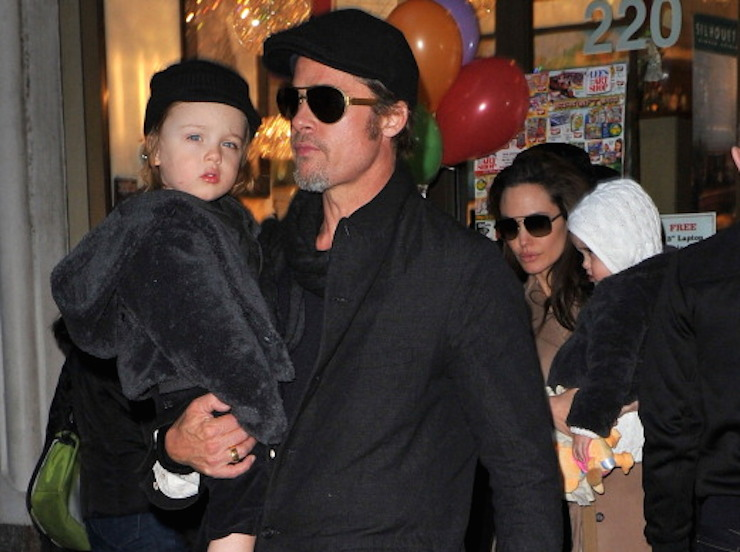 NEW YORK, NY - DECEMBER 04: Brad Pitt and Angelina Jolie visit Lee's Art Shop with their children Vivienne Jolie-Pitt and Knox Jolie-Pitt on December 4, 2010 in New York City. (Photo by James Devaney/WireImage)