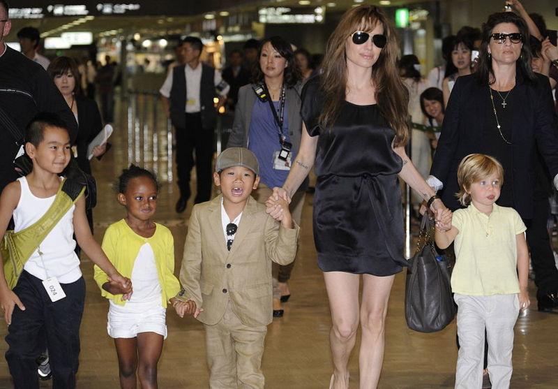 L-R: Maddox, Zahara, Pax and Shiloh with their mum. Photo: Getty