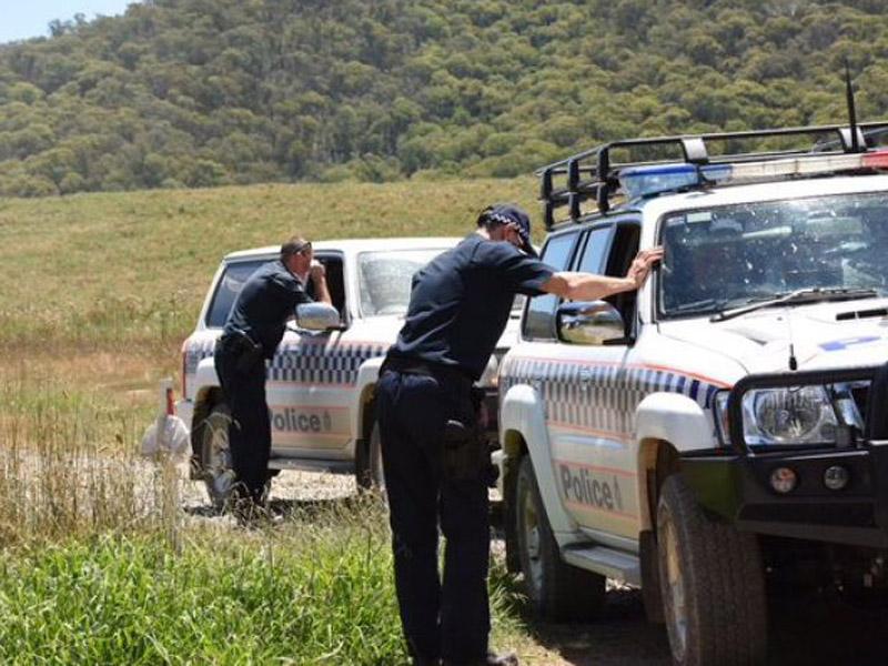 Police search bush land around Lake Buffalo, in Victoria's north-east.