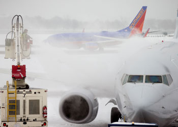 airplane deiced Ronald Reagan National Airport