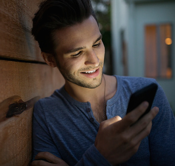 Android users can unlock their phone with their face. Photo: Getty