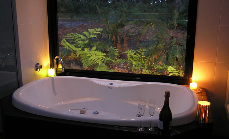 The luxurious spa bathroom allows you to take in the scenery. Photo: Mark Berry/The Bower