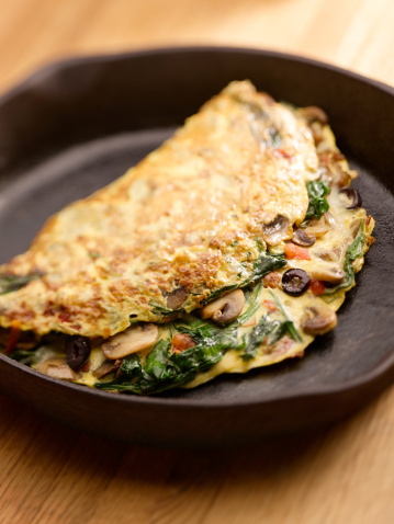 An omelette with toast or muesli and yoghurt are ideal breakfast choices. Photo: Getty
