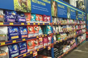 Owners, vets and the cat food industry have been left wondering about which brands are harmful. Photo: ABC