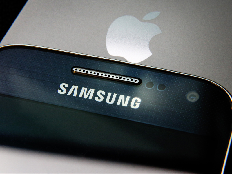 Competitor analysis apple vs samsung essay