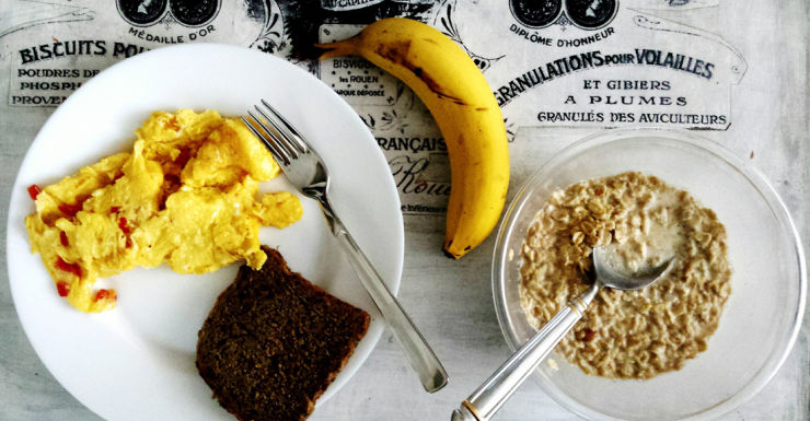 Breakfast cereal, banana and egg