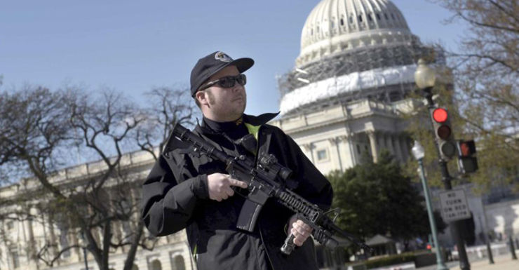 Police officer stands guard at the US Capitol complex.