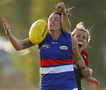 MELBOURNE, AUSTRALIA - MARCH 06: Bree White of the Demons spoils a mark by Jessica Trend of the Bulldogs during the Women's AFL Exhibition Match between the Western Bulldogs and the Melbourne Demons at Highgate Reserve on March 6, 2016 in Melbourne, Australia. (Photo by Quinn Rooney/Getty Images)