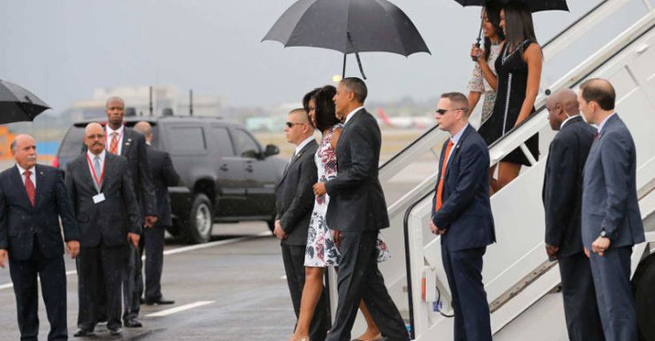 US President Barack Obama and family disembark Air Force One.