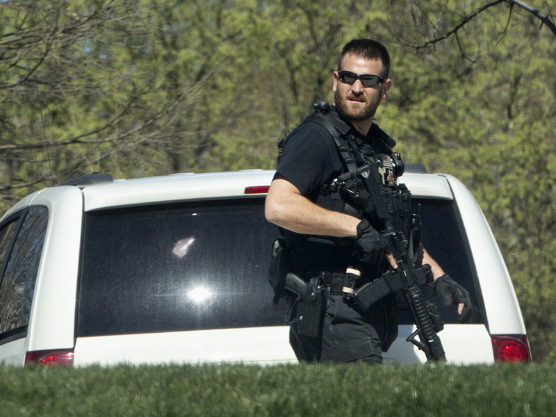 A US Secret Service Officer patrols the North Lawn.