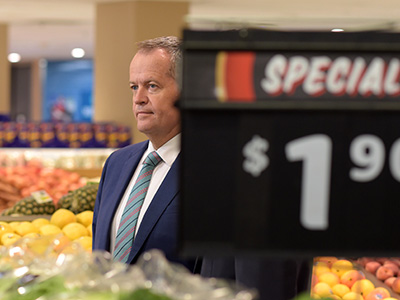 Australian Opposition leader Bill Shorten speaks to the media during a visit to a Coles supermarket in Canberra, Thursday, Nov. 26, 2015. (AAP Image/Lukas Coch) NO ARCHIVING
