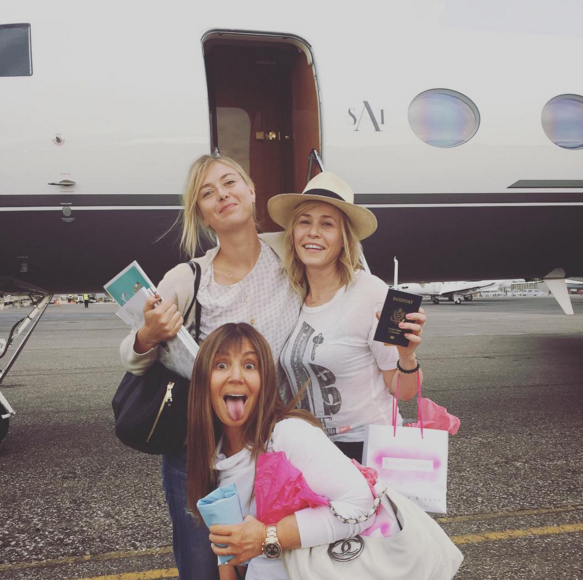 Sharapova, Chelsea Handler (R) and friend. Photo: Instagram