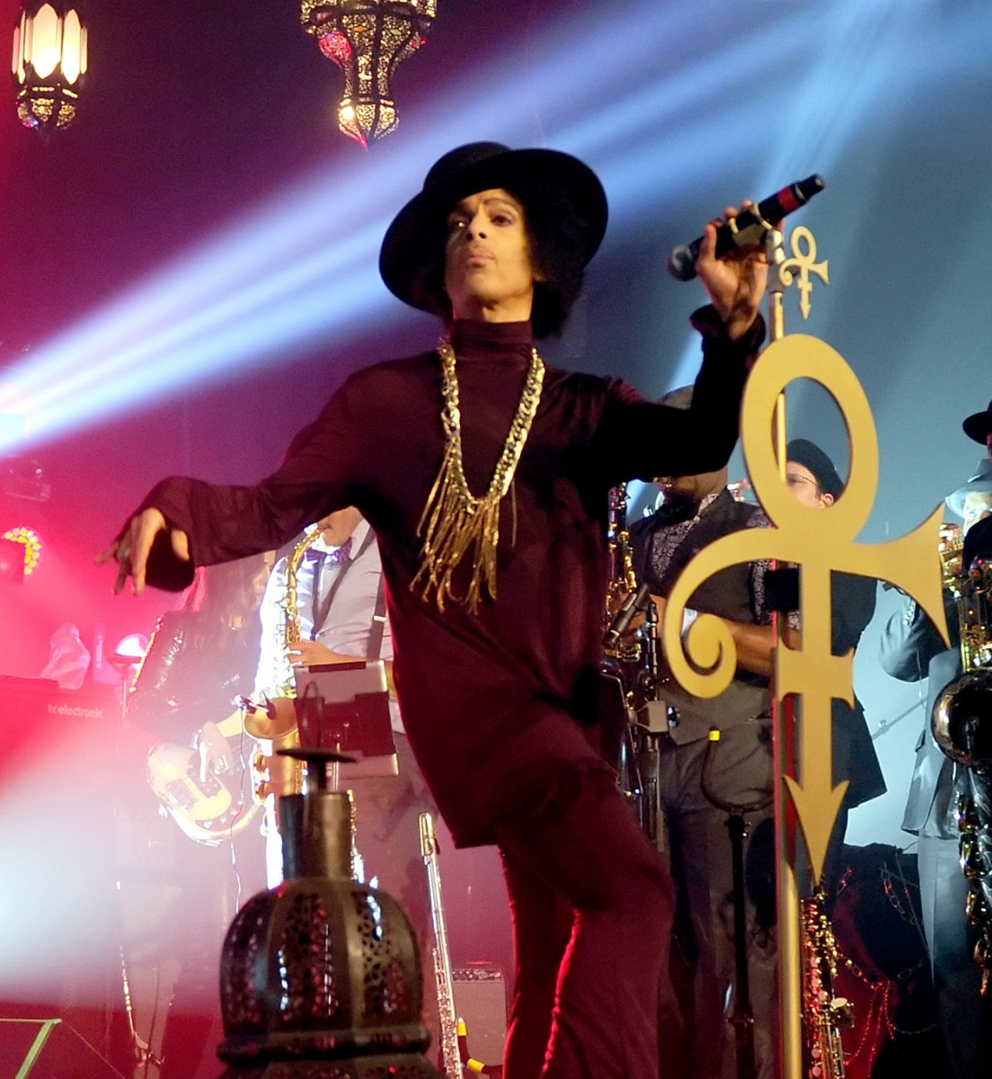 Prince addicted to prescription drugs: reports