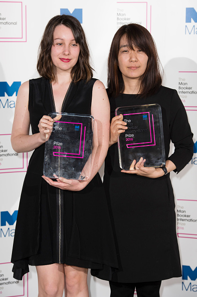 Han Kang (R) poses for photographers with her translator Deborah Smith (L) and their Man Booker International Prize. Photo: Getty