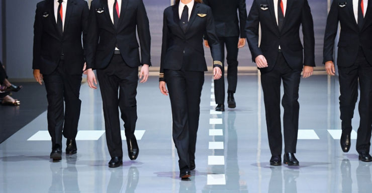 Female Qantas Pilots Get Their Own Uniforms The New Daily