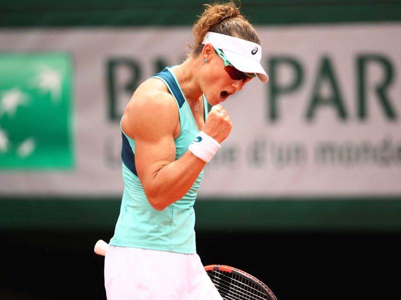 Sam Stosur is through to the French Open semi-finals.