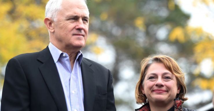 Malcolm Turnbull tours the marginal seat of Indi with Sophie Mirabella.