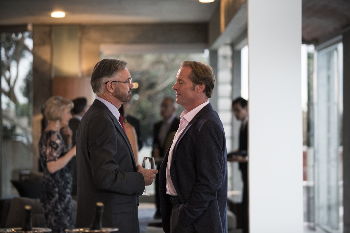 Matthews (Andrew McFarlane) with Jarrod Slade (Iain Glen)  Photo Lisa Tomasetti