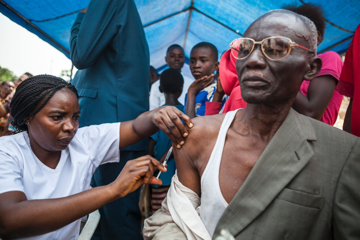Yellow fever vaccine drive starts; aid group warns of spread