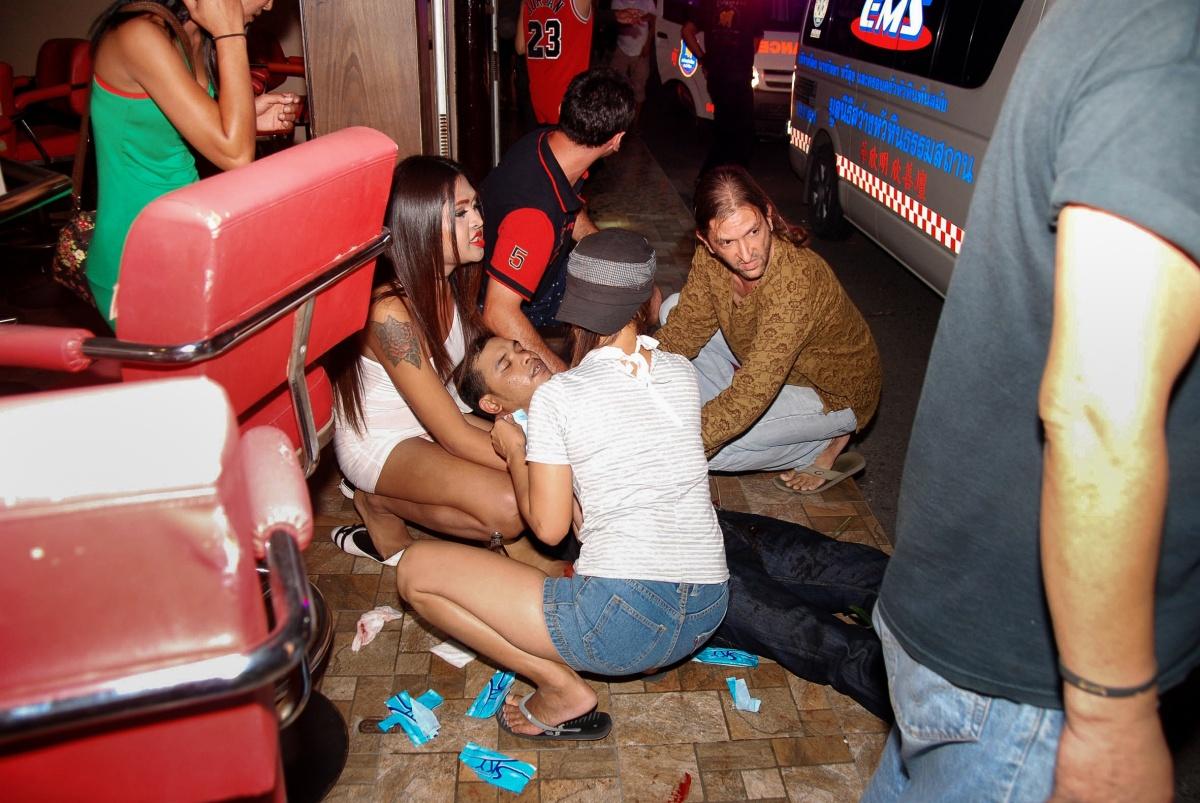 People help a man injured in the Hua Hin blast. Photo: Getty