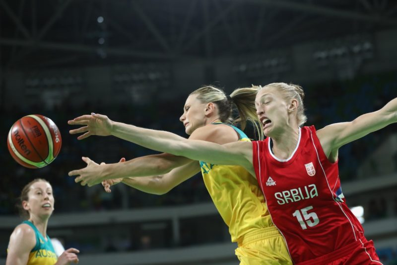 Australia's Penny Taylor and Serbia's Danielle Page contest the ball during the quarterfinal at the Carioca Arena. Photo: Getty/Phil Walter