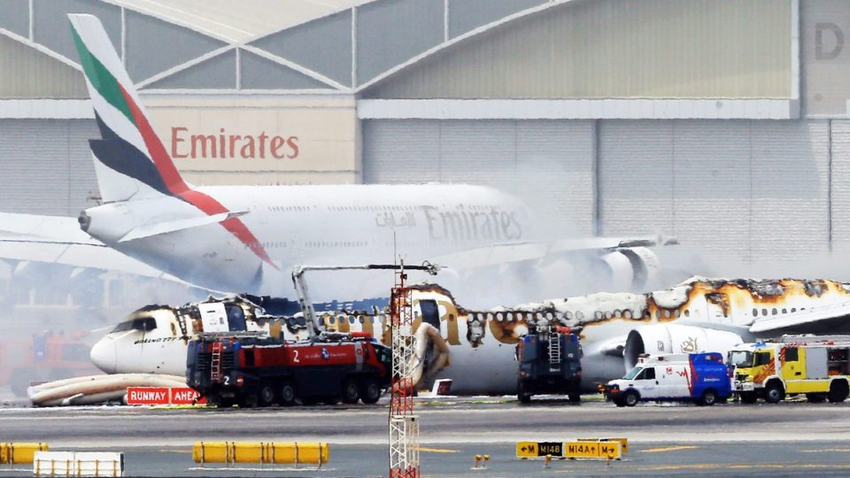 the boeing 777 case Il boeing 777 è un aereo di linea wide-body a lungo raggio prodotto dall'industria statunitense  spingendo perciò le case costruttrici a sviluppare progetti.